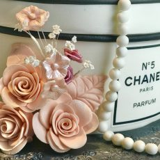 CHANEL NO5 Gift Box Cake